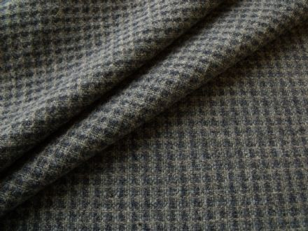80% Pure New Wool Chunky Boucle Tweed in a Small Check Design AB92